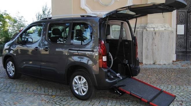Auto per donna disabile Loano