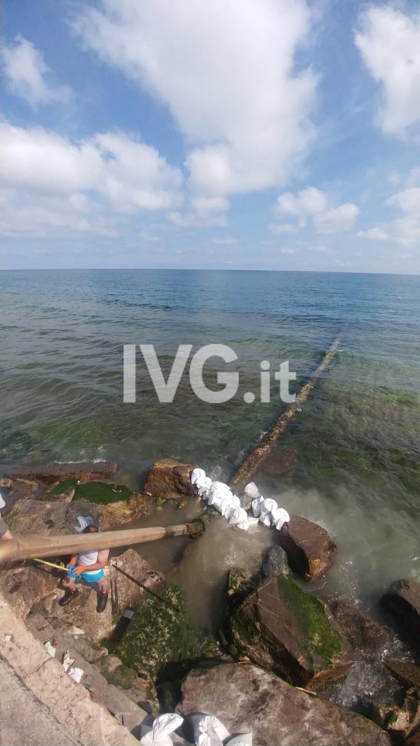 Borgio, lavori in corso per riparare lo scarico a mare danneggiato