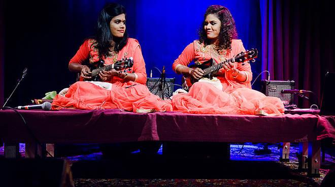 Electropark e Suq si incontrano in Piazza delle feste col concerto delle Mandolin Sisters
