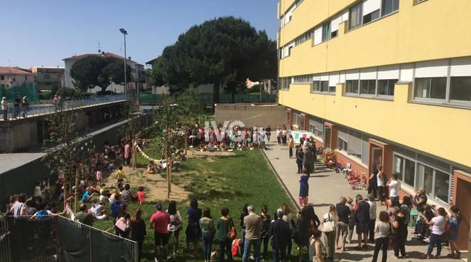 CONSEGNA BANDIERE ITALIANE E 6 ALBERI ALL\'IC ALBISOLE DA PARTE DEI LIONS