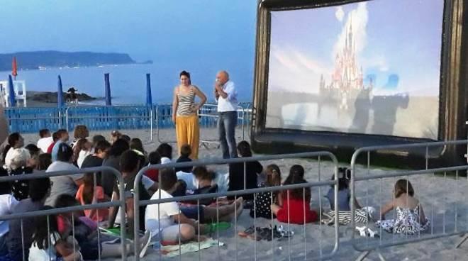 cinema in spiaggia ceriale