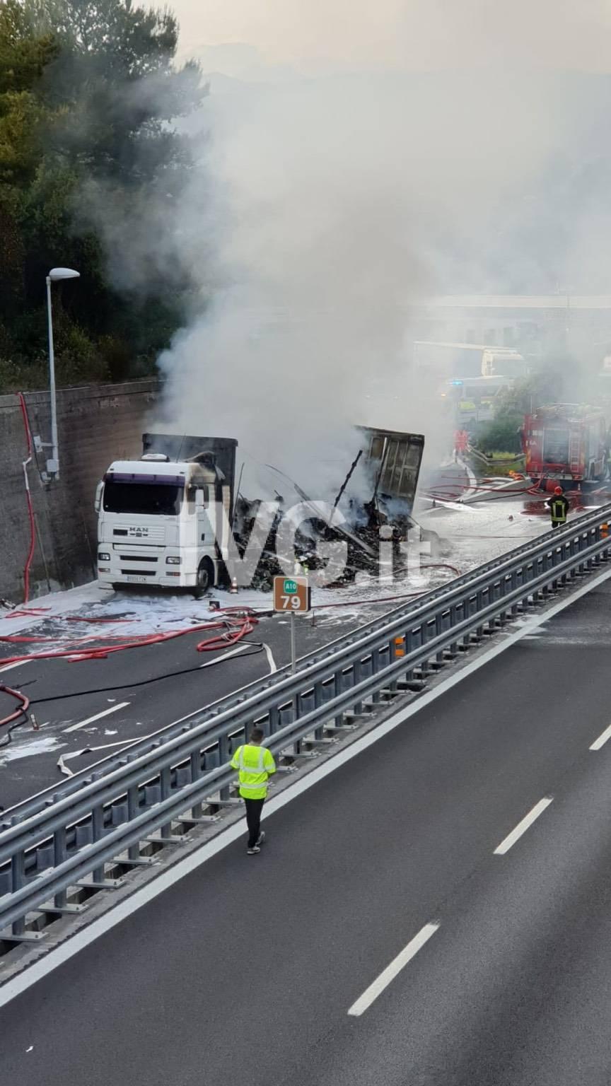 incendio a10 camion fuoco