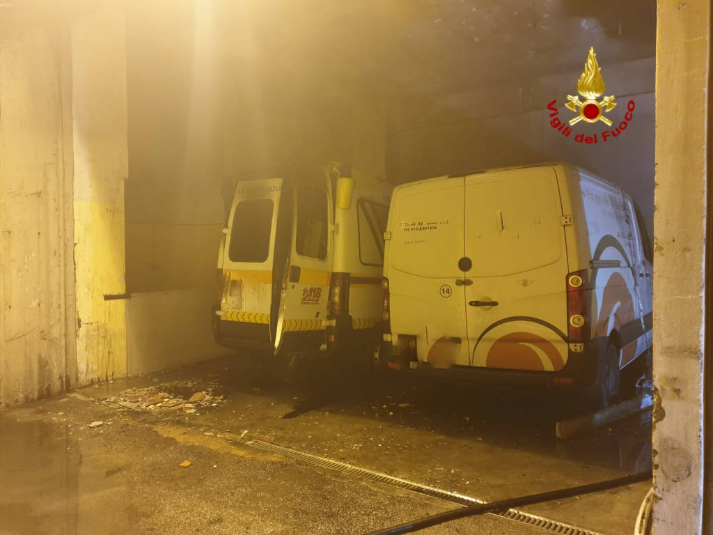 Incendio ambulanza al Monoblocco