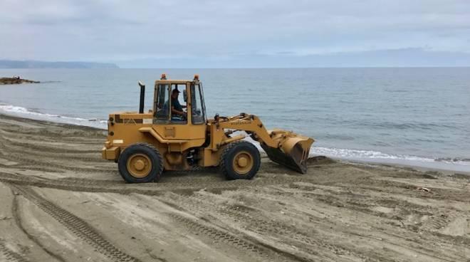 lavori spiaggia libera albenga