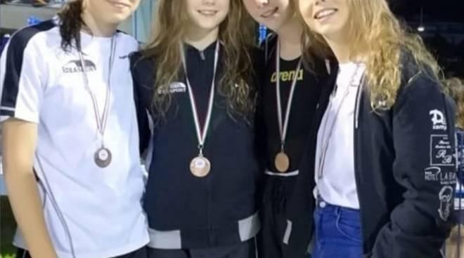Oro e bronzo in staffetta