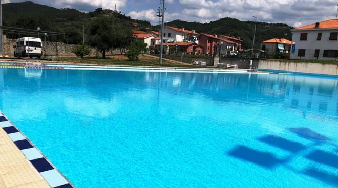 piscina luceto