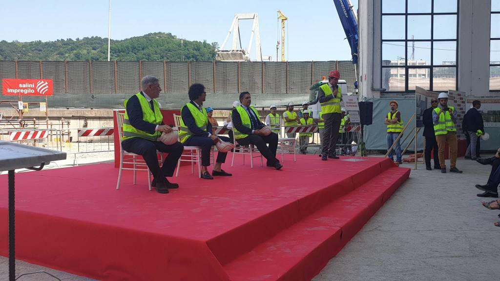 Prima gettata di cemento nuovo viadotto Polcevera