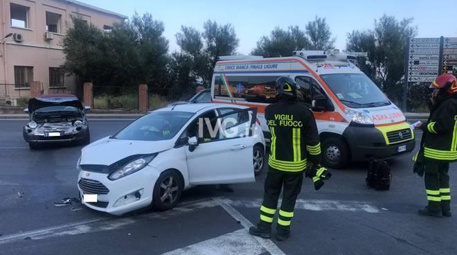 Scontro tra auto sull'Aurelia a Finale Ligure