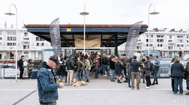 """Venerdì 12 luglio l\'ultimo appuntamento con \""""Fish & Djs\"""": da maggio registrate 2300 presenze al Mercato dei Pescatori della Darsena"""