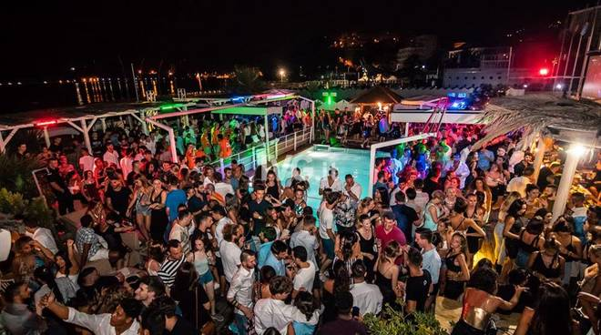 "Soleluna Village, evento \""Cocoon\"", dj Marco Ooki,vox Mattia Salva, cena sul mare, discoteca a bordo piscina,"
