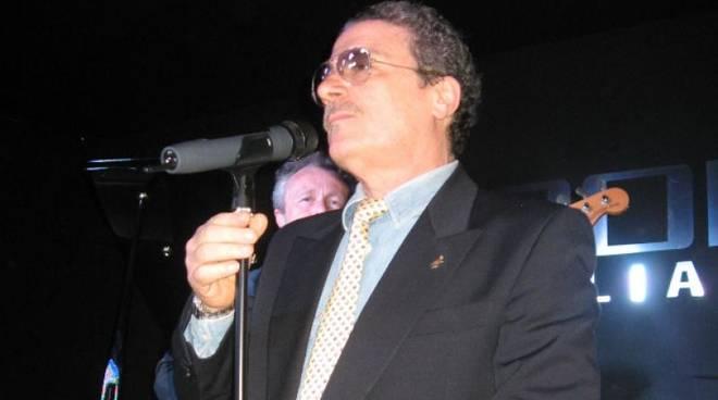 """il \""""Crooner Italiano\"""" Andrea Mora in concerto a Villa Imperiale per la rassegna \""""Serate in Villa\"""" organizzata dal Teatro Garage"""