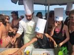 """Fiori eduli di Albenga nella cornice della Baia del Sole: torna il format """"Scuola di cucina sotto l'ombrellone"""""""