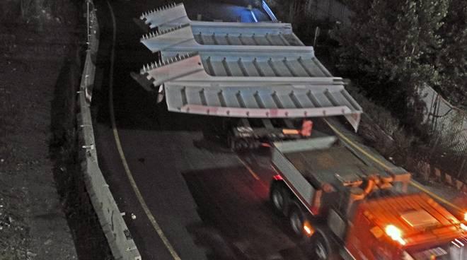 I primo pezzi del nuovo ponte sul Polcevera