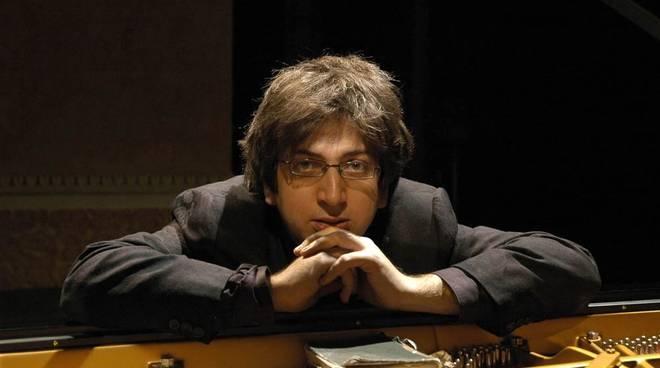 Ramin Bharami pianista