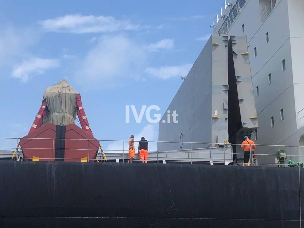Savona, mentre lavora su una nave precipita da un ponte nella stiva: deceduto un operaio