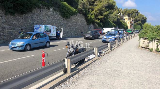 Scontro frontale tra un'auto e una moto a Varigotti