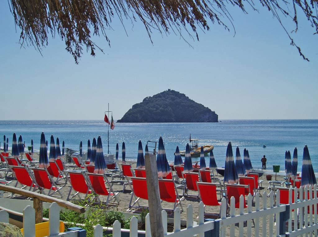 spiaggia Spotorno vista veduta