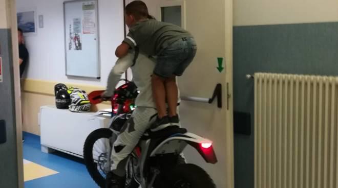 Vanni Oddera porta la mototerapia al San Paolo di Savona
