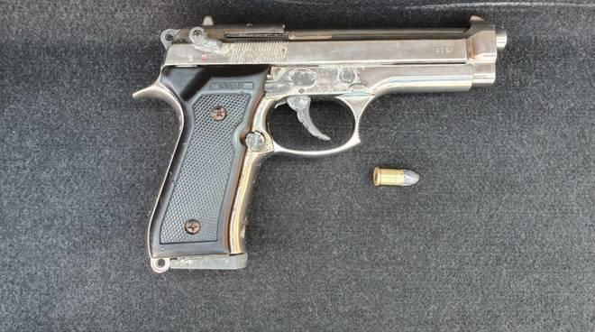 Pistola Alassio Locale Carabinieri