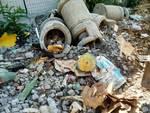 vecchi contenitori rifiuti