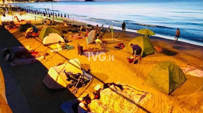 campeggiatori spiaggia