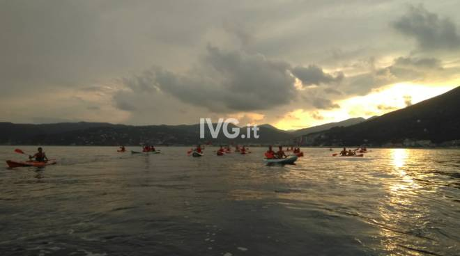 Escursione guidata serale in canoa seguita da cena in riva
