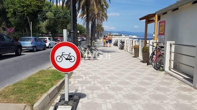 cartelli biciclette lungomare