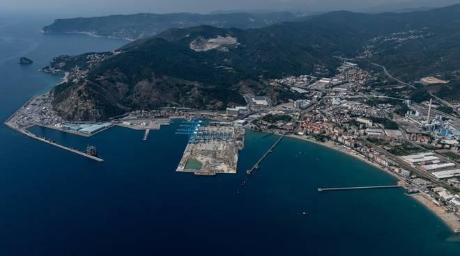 Vado Ligure, piattaforma Maersk (APM Terminals)