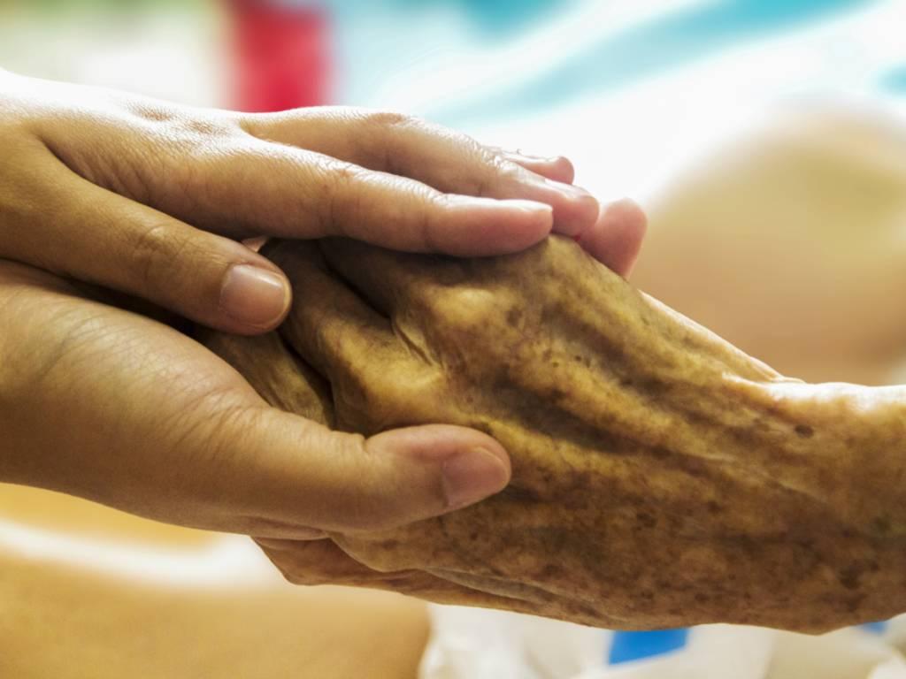 assistenza, anziani, cure palliative, mani,