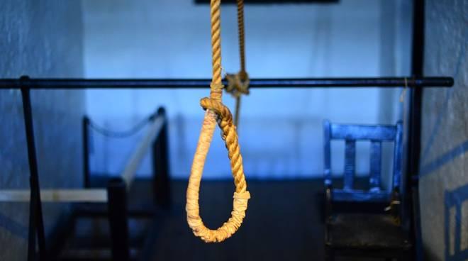 cappio corda suicidio impiccato generica