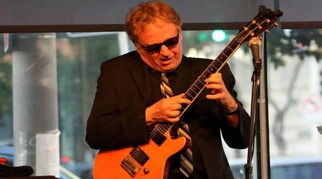 Il jazz del Barry Finnerty Quartet incanta Villa Pagoda