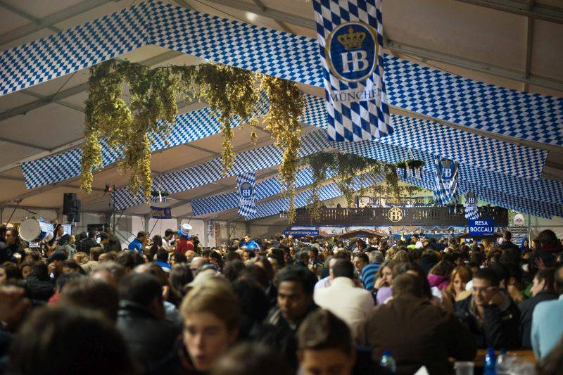 Torna in Piazza della Vittoria l\'Oktoberfest di Genova, la manifestazione bavarese con eventi per tutti i gusti
