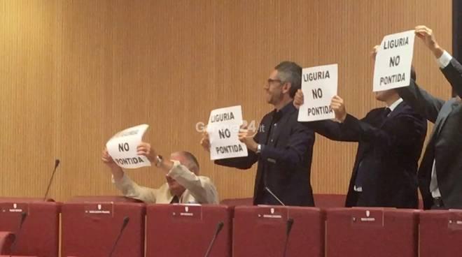 flash mob consiglio regionale legge elettorale