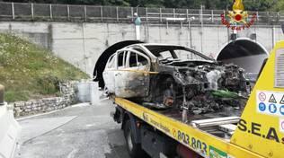 incendio auto a12