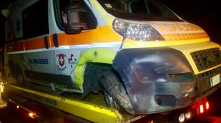 incidente auto ambulanza notte