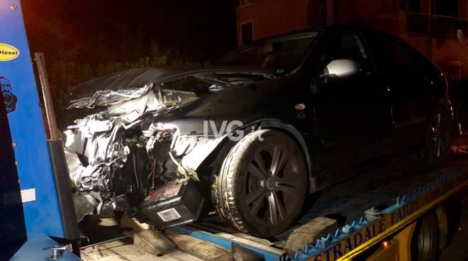 incidente auto ambulanza notte