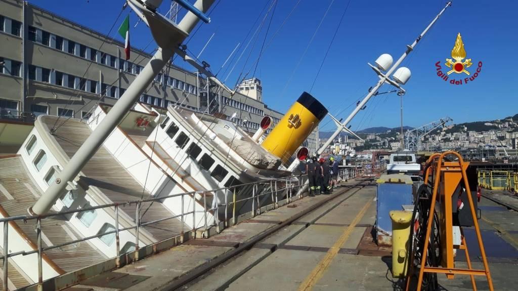 Vigili del fuoco recupero oggetti yacht