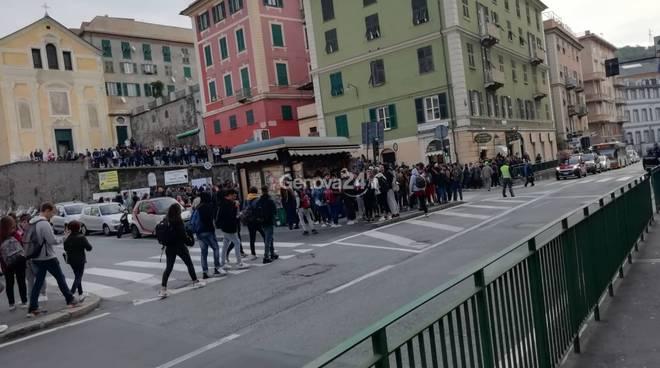 allarme incendio nelle scuole di via Giotto a Sestri