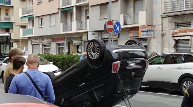 Auto capottata Marassi