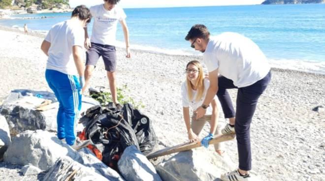 Giornata all'insegna dell'ecologia per il Rotaract Alassio