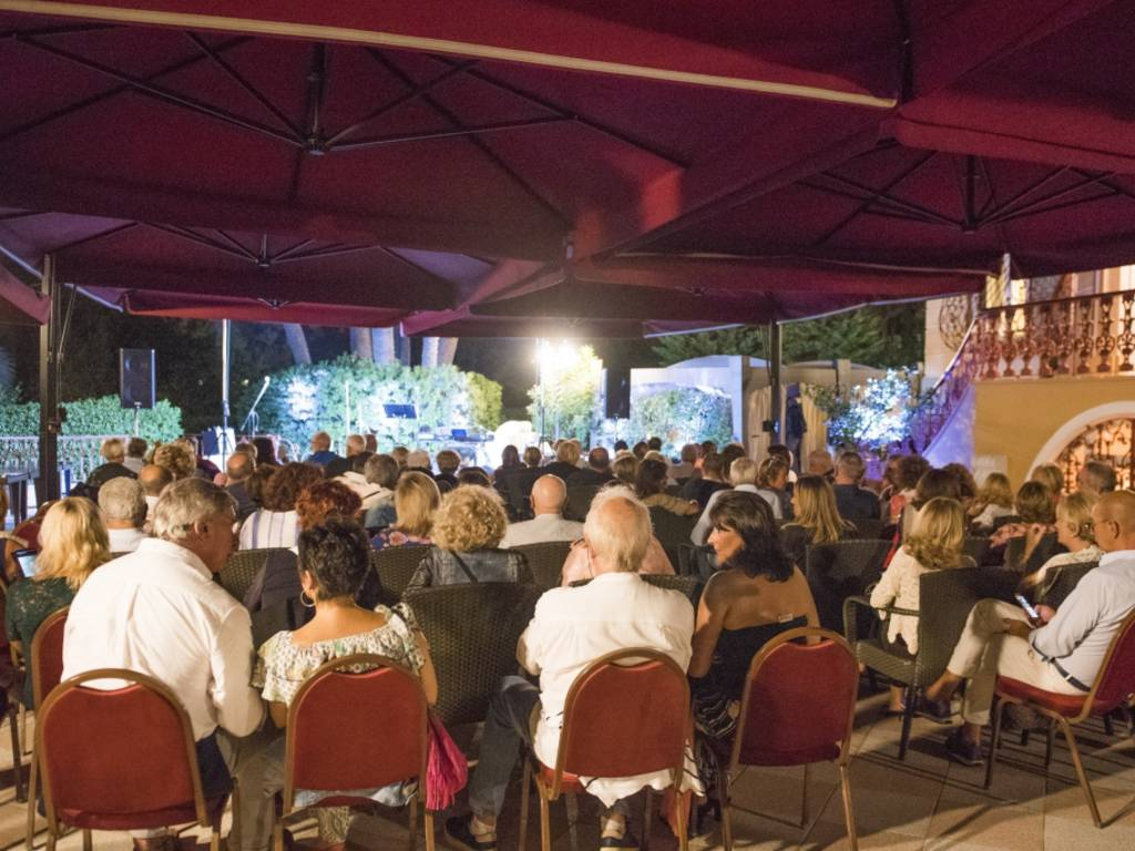 "Villa Pagoda, Enzo Paci inaugura \""Kitchen&Comedy Lab\"""
