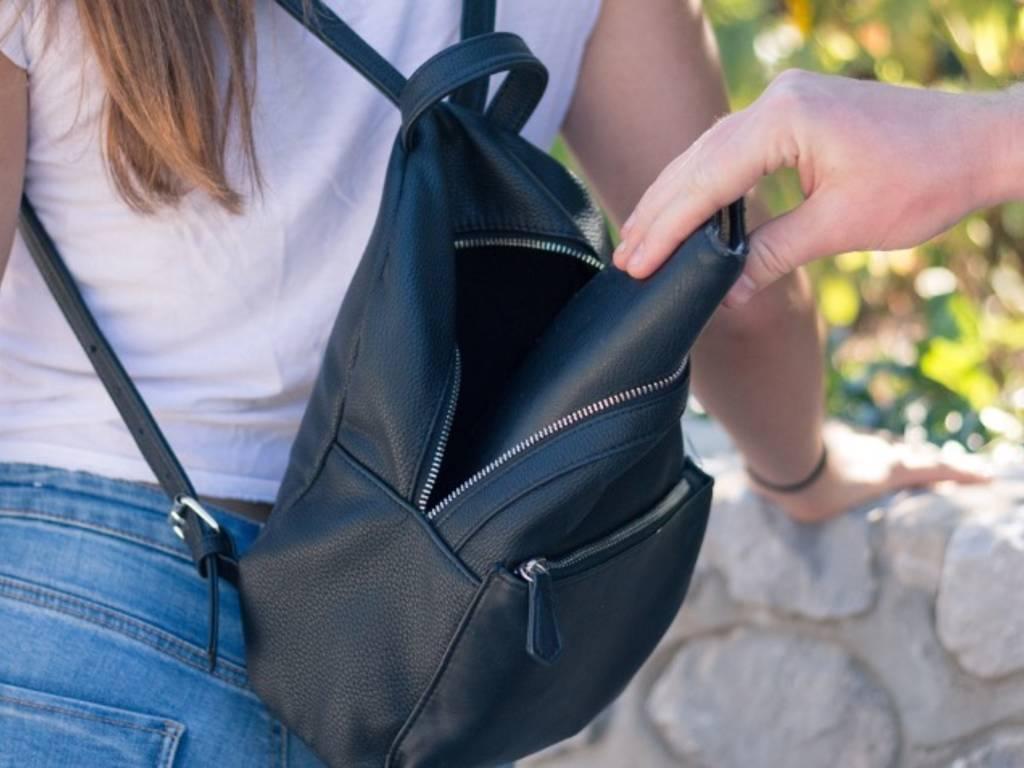 scippo borseggio