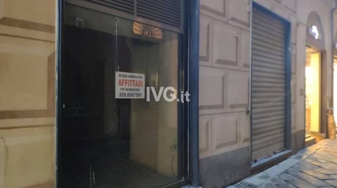 Chiusura negozi via Pia Savona