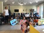 """Giornata dei nonni: ad Alassio bimbi e studenti dell'alberghiero festeggiano gli ospiti della rsa di """"Sereni orizzonti"""""""