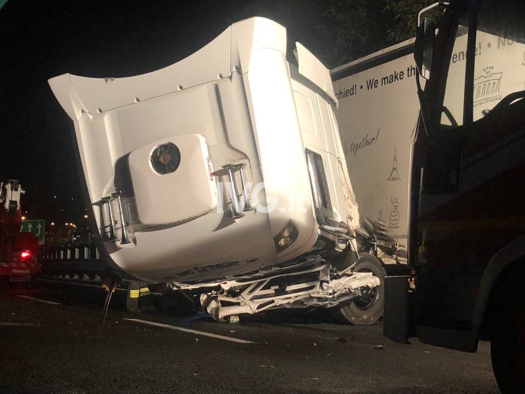 Incidente notte camion a10