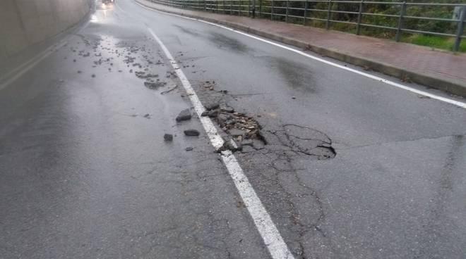 Loano, la strada per Verzi danneggiata dal maltempo