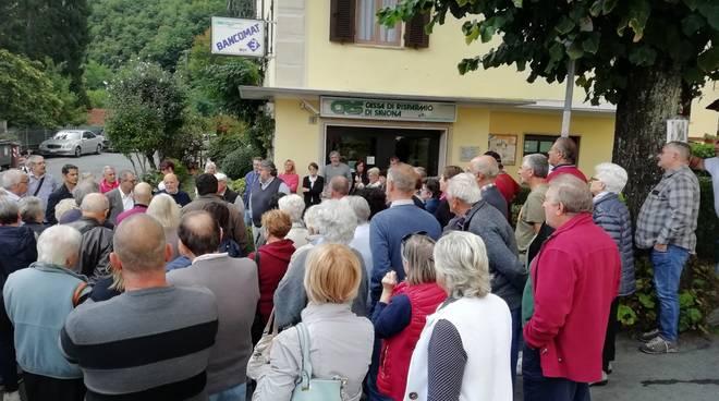 Urbe, decine di cittadini in strada contro la chiusura della filiale Carige