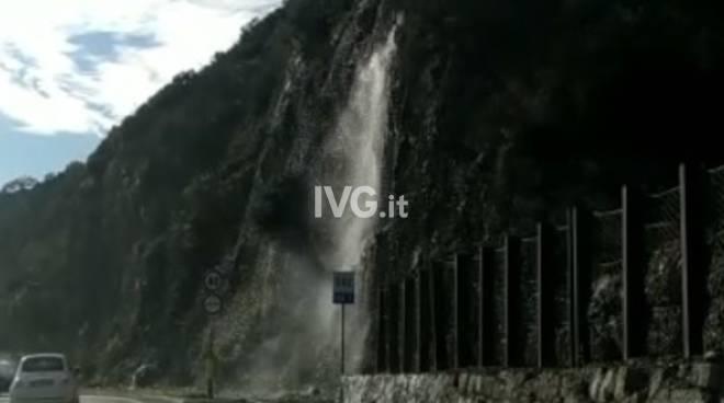 cascata d'acqua aurelia bergeggi