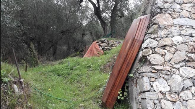 Coperchio bara abbandonato