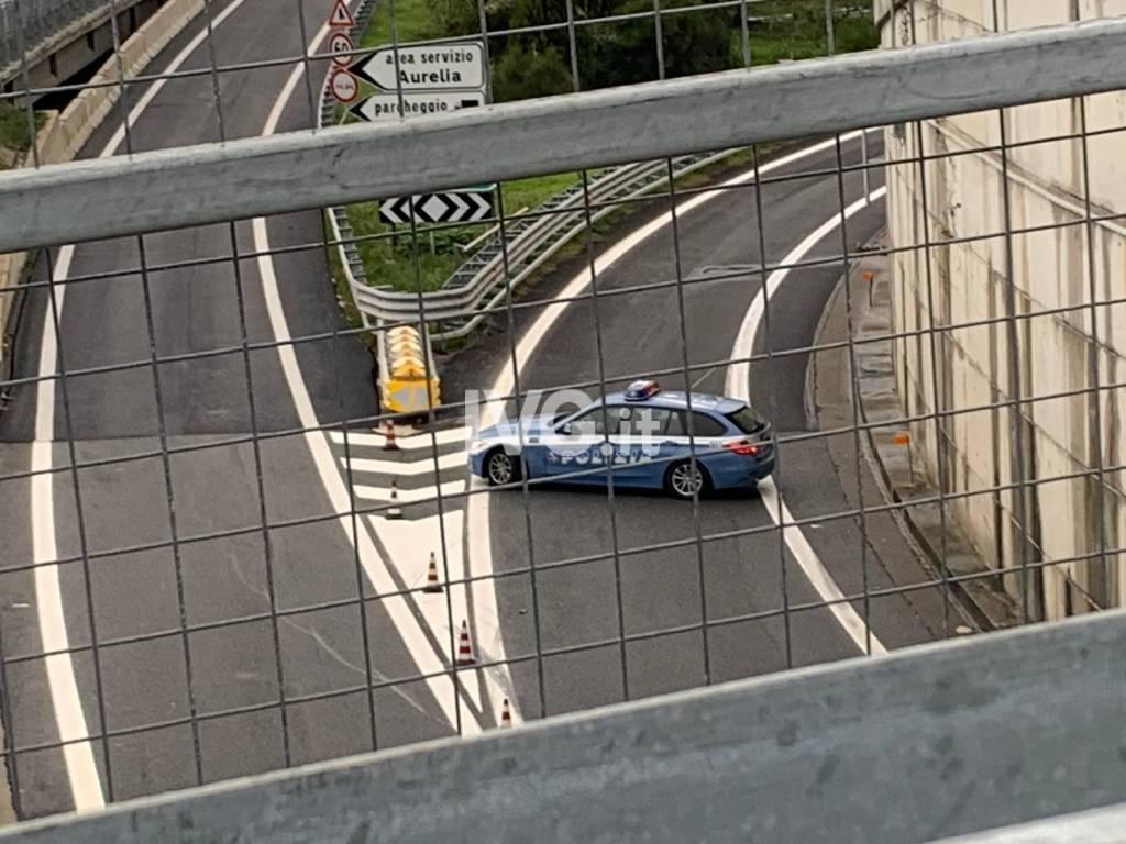 Crolla una porzione di viadotto sull'A6